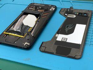 【ROG Phone (ZS600KL)】気づいたらバッテリーが膨張。データを消さずに当日1時間で交換します【上野御徒町店】