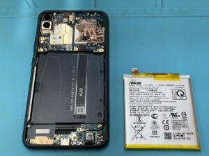 【Zenfone 5 ZE620KL】減りの早くなったバッテリー交換は当店まで!【上野御徒町店】